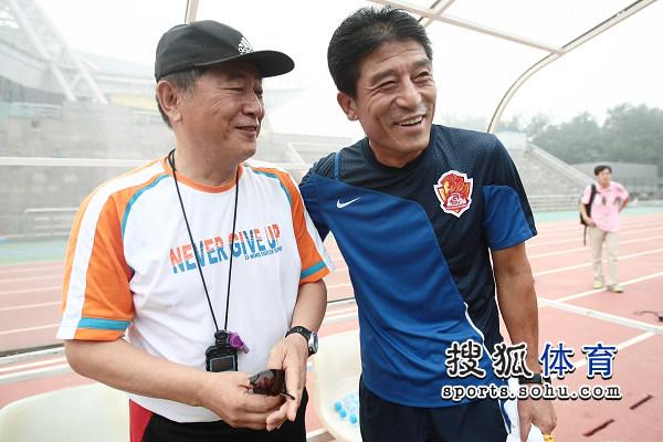 李章洙和金志扬打招呼