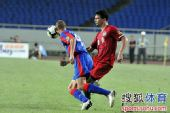图文:[中超]重庆1-0河南 布鲁诺盯防内托