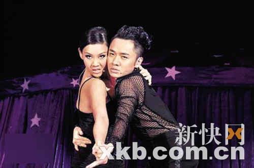 7大叔论坛新人图区爱4-据香港媒体报道,《咪咁扮嘢王祖蓝演唱会》7月30日在香港湾仔伊利