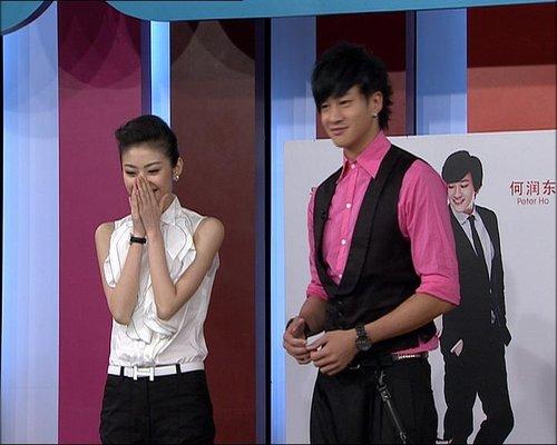《爱说电影》何润东与美女老板上演电梯亲密记