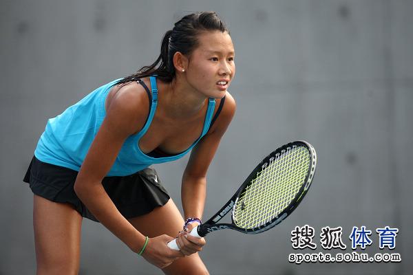 图为中国选手赵迪对阵日本球员饭岛久美子.
