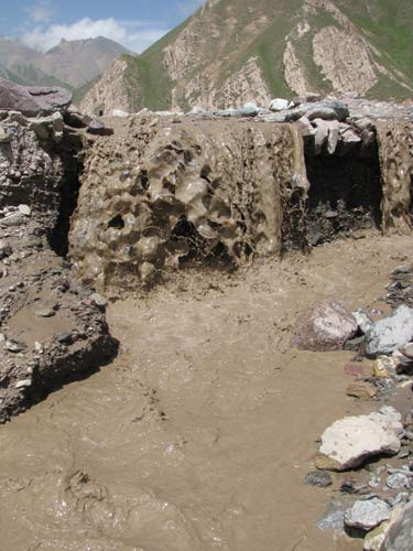 肆虐的泥石流