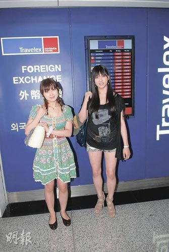日本三级小�_港产三级片邀两日本女优参演 打扮密实抵港(图)