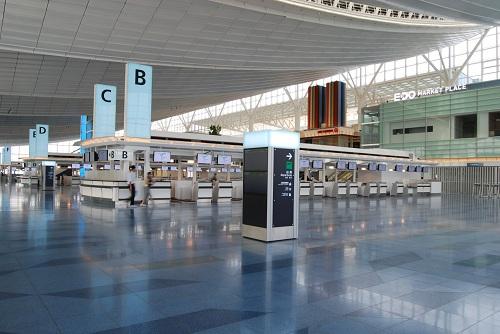 崔寅摄/羽田国际机场办票大厅。人民网记者崔寅摄