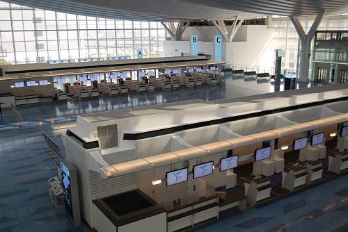 日本 崔寅摄/羽田国际机场办票大厅。人民网记者崔寅摄