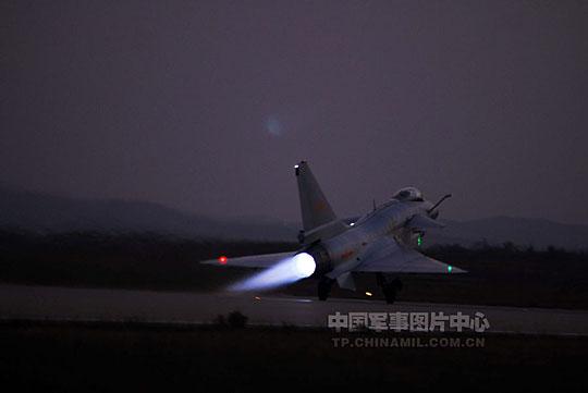 资料图:中国空军歼10战机空中编队