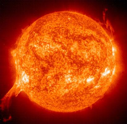天文专家:太阳风暴规模不大 不致影响地球磁层图片