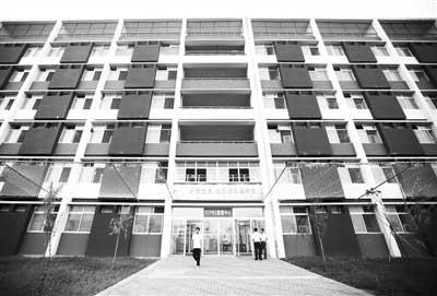 富士康新建的宿舍楼。 记者 马青 摄