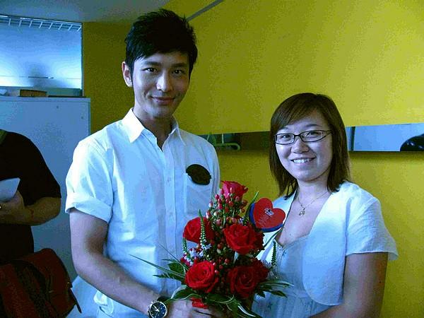 帅哥黄晓明领衔上阵 朵朵鲜花献给奥运人