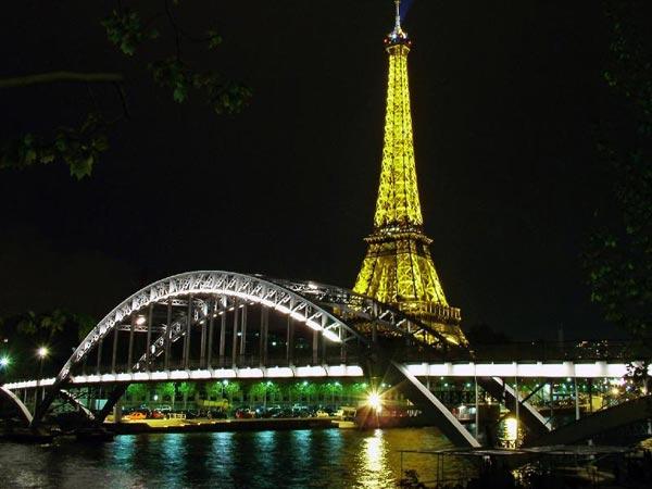 巴黎夜景灯火辉煌