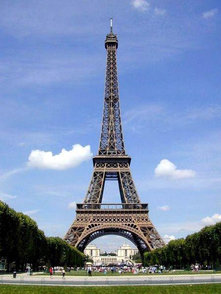 (0)   巴黎是一座世界历史名城,名胜古迹比比皆是,埃菲尔铁塔,凯旋门