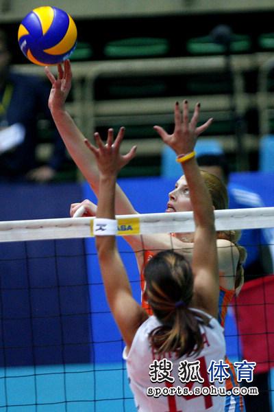 图文:荷兰女排3-0波多黎各 荷兰队吊球