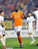 图文:[中超]山东1-0胜天津 凯塔在比赛中