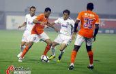 图文:[中超]山东1-0胜天津 安塔尔带球进攻