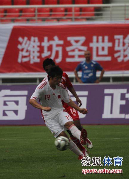 图文:[潍坊杯]国青0-0阿联酋国青 张稀哲控球