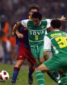 图文:巴萨对阵国安 国安布下重兵防守梅西