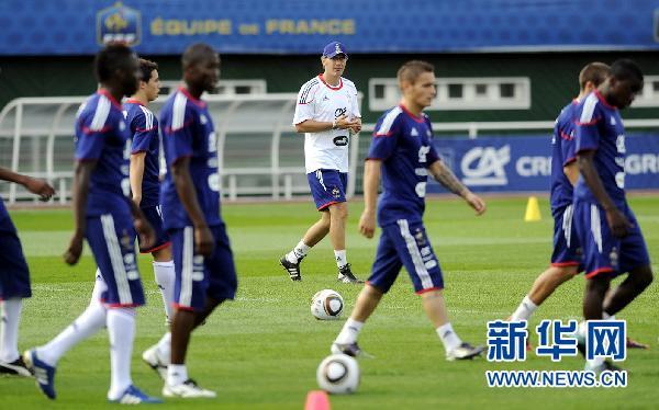 克罗地亚守门员是谁_法国足球队现在教练是谁-