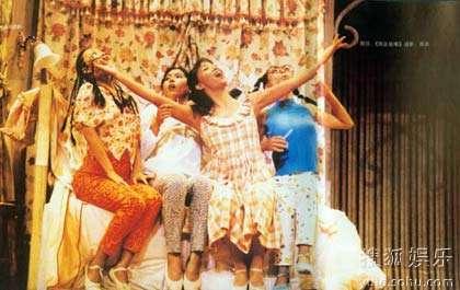 范卫华(左三)在校主演《西区故事》