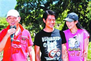 顾长卫(左)执导的《魔术外传》由郭富城(中)和章子怡(右)主演