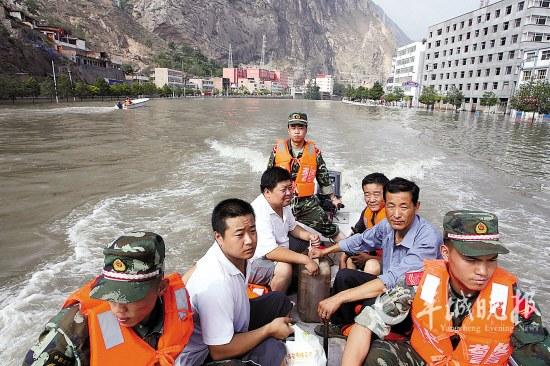 救援队伍始终没有放弃搜救