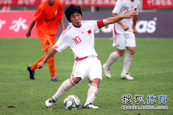图文:[潍坊杯]国青2-0进决赛 金敬道错失点球