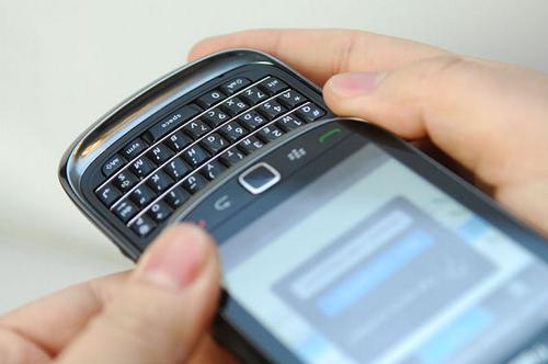 首款滑盖全键盘 黑莓Torch9800美图赏