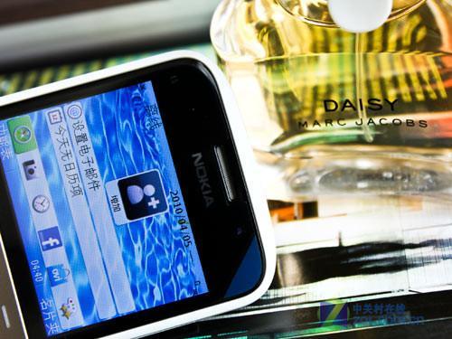 时尚全键盘新秀 白色版诺基亚E5图赏