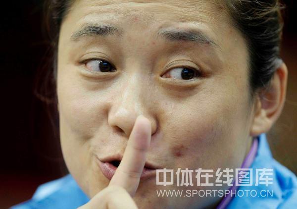 图文:[乒超]北京女团VS内蒙古 刘伟指点迷津