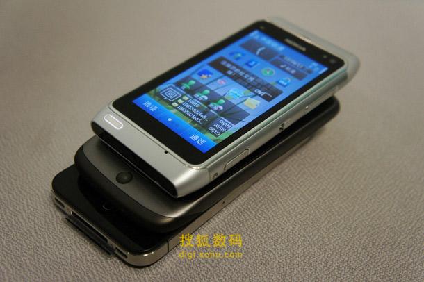 诺基亚N8贴身对比iPhone-4和Nexus-One (8)