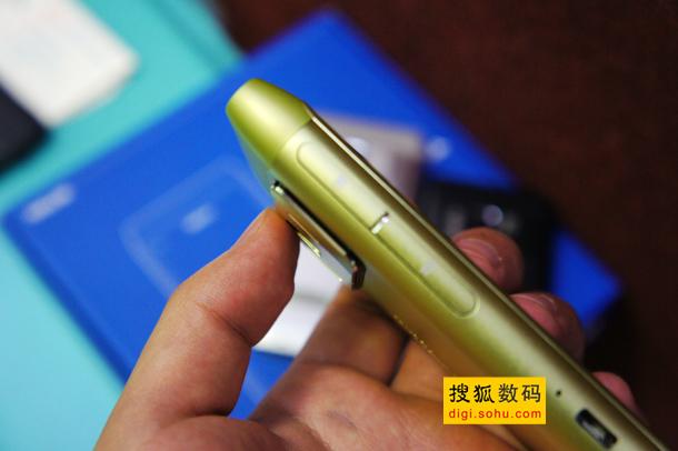 诺基亚N8三种颜色对比 (14)