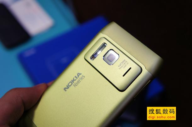 诺基亚N8三种颜色对比 (15)