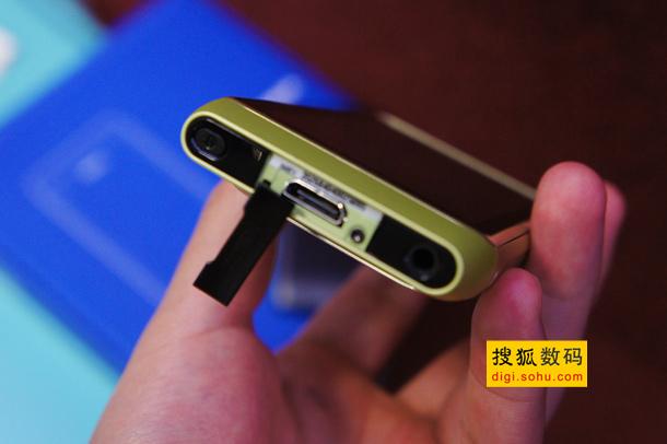 图为诺基亚N8的HDMI接口