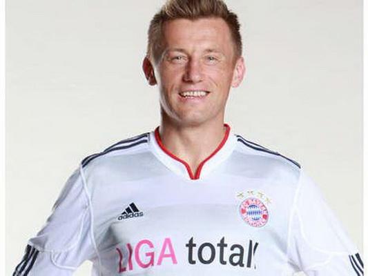 上赛季中,拜仁的欧冠球衣主要用的白色,而本赛季白色则作为客场球衣图片
