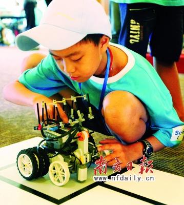 亚运导游机器人