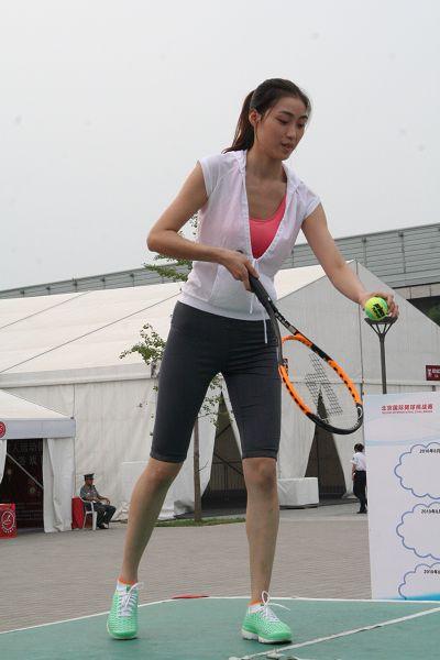 美女身材高挑 2010年08月12日15:28