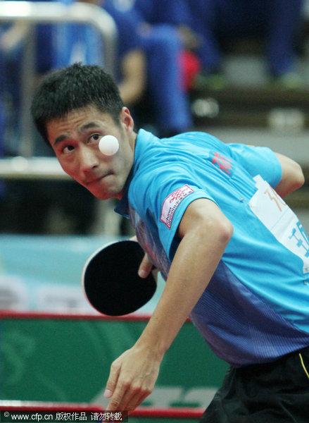 图文:[乒超]八一男团2-3上海 王励勤准备回球