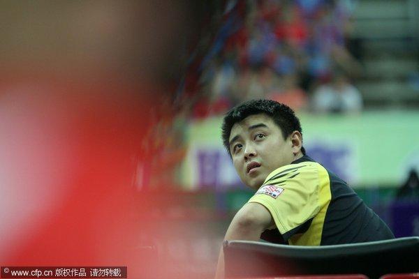 图文:[乒超]八一男团2-3上海 王皓赛前小憩