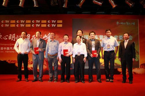 颁奖嘉宾与新增营销专家委员合影