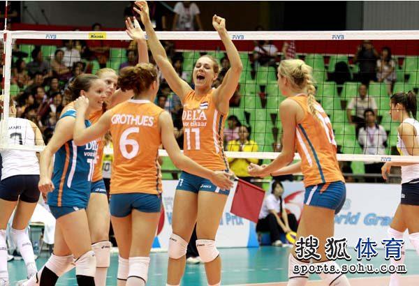 图文:巴西女排3-1胜荷兰 文森克庆祝得分