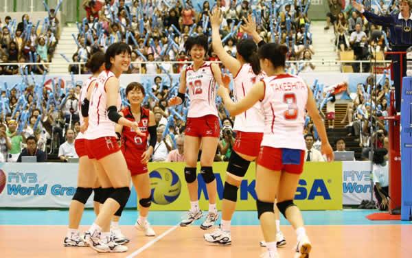 日本队员欢庆胜利
