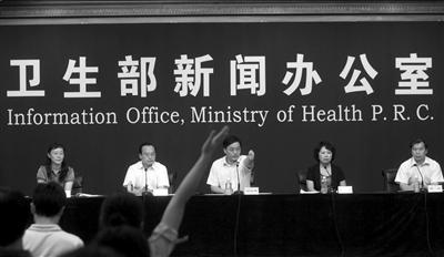 昨天,卫生部新闻发言人邓海华回答记者提问。本报记者张沫摄