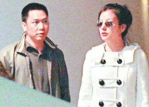 赵薇与老公黄有龙(资料照片)-赵薇豪门婚姻触礁 台媒称其半年内恢