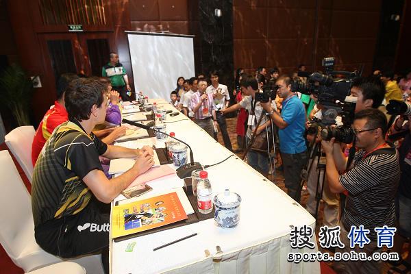 图文:中国公开赛抽签现场 现场媒体众多