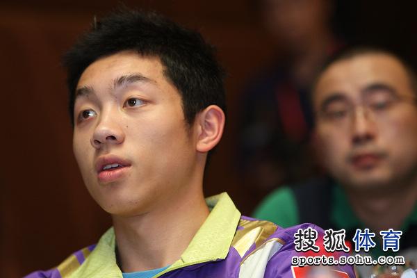 图文:中国公开赛抽签现场 许昕在想什么