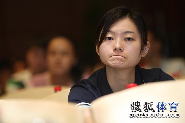 图文:中国公开赛抽签现场 选手在发布会
