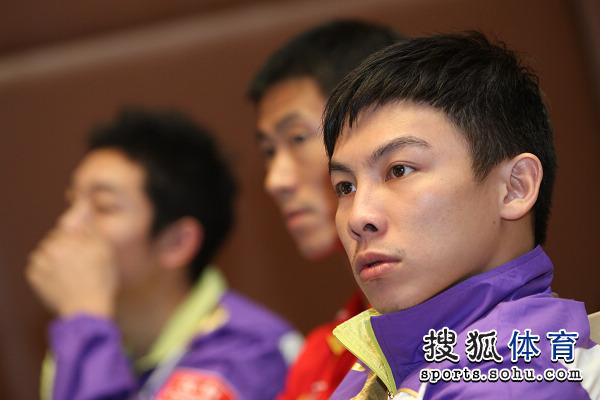图文:中国公开赛抽签现场 陈�^略有所思