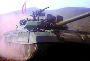 """朝鲜新式坦克""""暴风号""""训练画面"""
