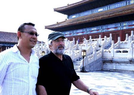 姜文(左)陪同德尼罗参观故宫