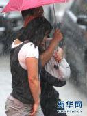 上海伏期创多项高温极值 雷暴雨再致路段积水