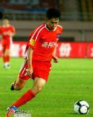 图文:[中超]青岛0-0辽宁 刘建突破